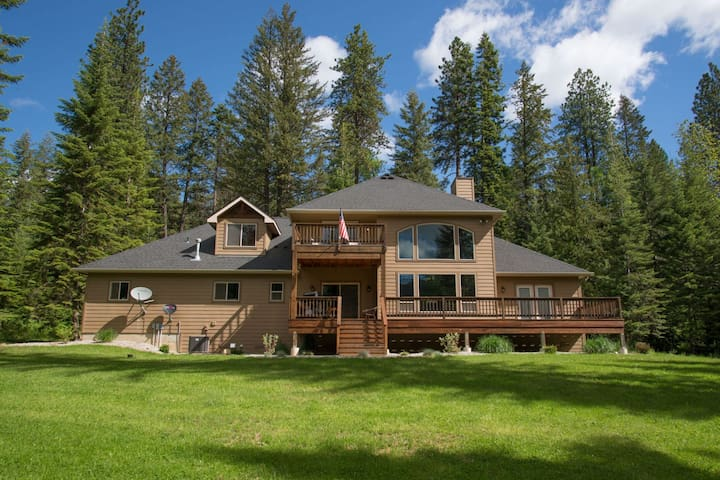 Hickory Hideaway| Secluded Twin Lakes Luxury