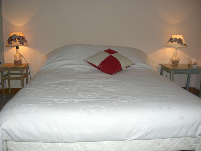 Chambre d'hôtes Les Capucines - Hauteville-Lompnes - Aamiaismajoitus
