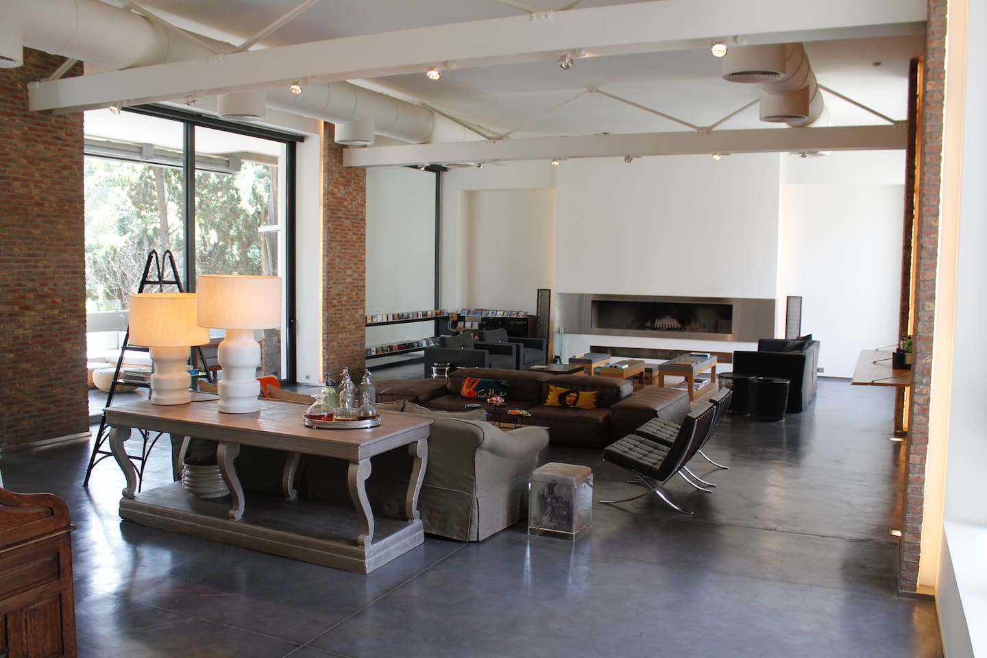 Stunning high ceilings and a wide open space fit for all occasions