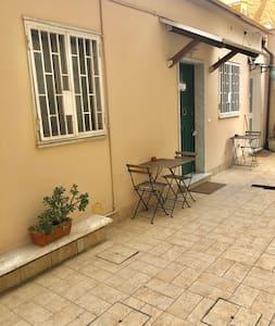 Villa Statilia King