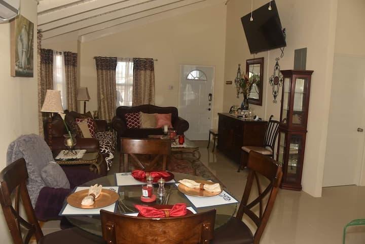 Claud's Luxury Cottage