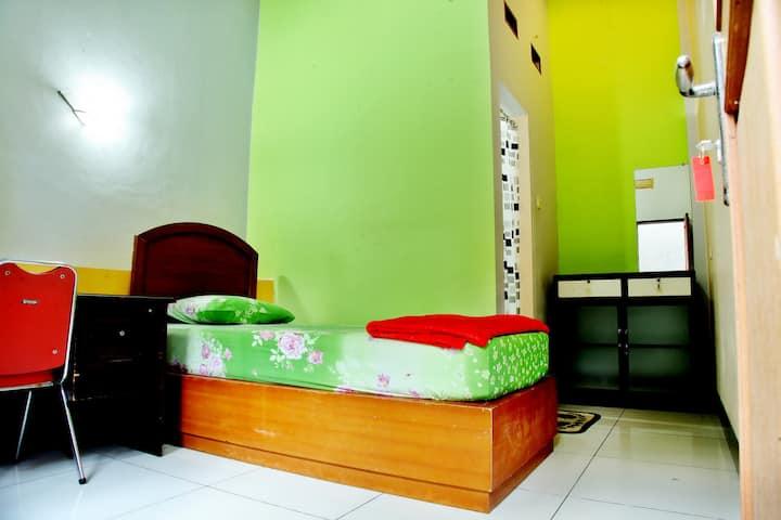 Wisma Hargo - Cozy Private Room with Bathroom & AC