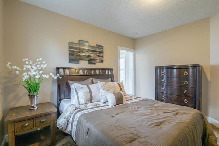 Charming Home - Bed & Breakfast - Near Dwntwn CBus