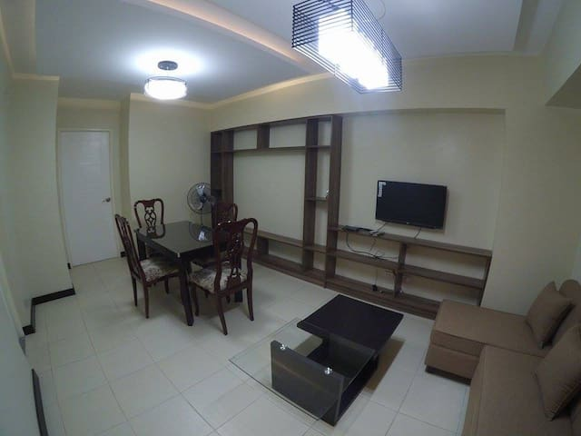 2 BR New Manila Condo - Quezon City - Apartment