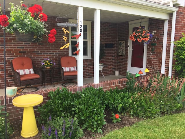 Knotty Pine Guesthouse near lovely Amish country!