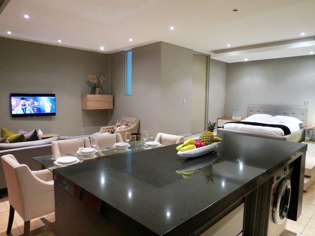 1506: The Franklin Luxury Penthouse