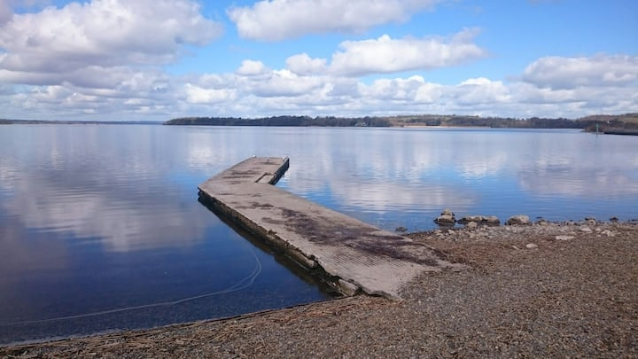.Salmon Island View Dromineer nenagh has 6 rooms .