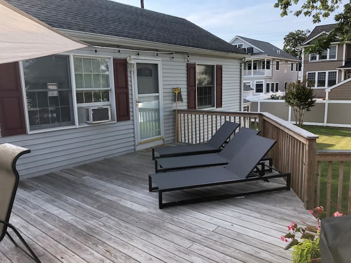 Perfect Cottage 2.5 Blocks from Beach