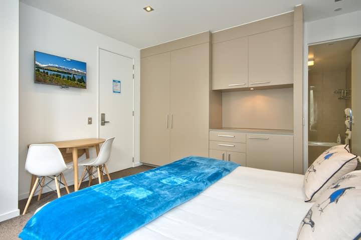 Lakeside Central Studio Apartment