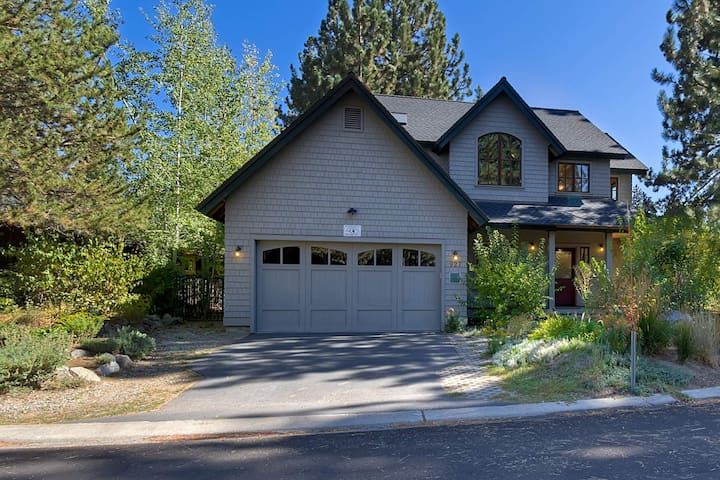 Spectacular home on a cul-de-sac in a quiet neighborhood - South Lake Tahoe - House