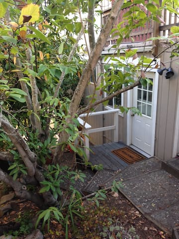 Cute secluded in-law space - San Rafael - Apartamento