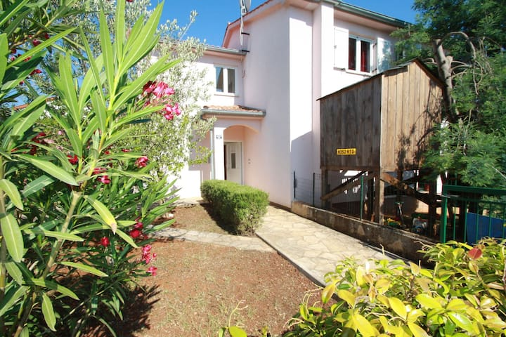 Nice apartment for 5 people with balcony near the beach, WiFi, A/C