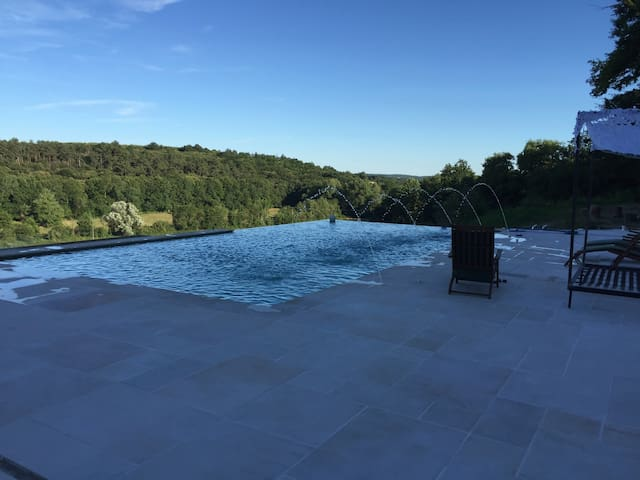 Large property+infinity pool,ideal for large group - Rougnac - House