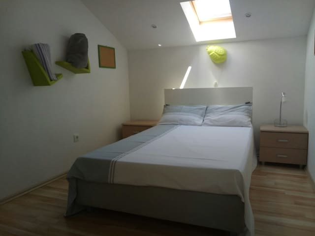 Room 3: Sliding closet, spacious Bed 120x200 Extra: Designer bed clothing!!! Kids toys, Board games