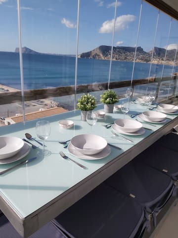 Spacious frontline 3 bed apartment, stunning views