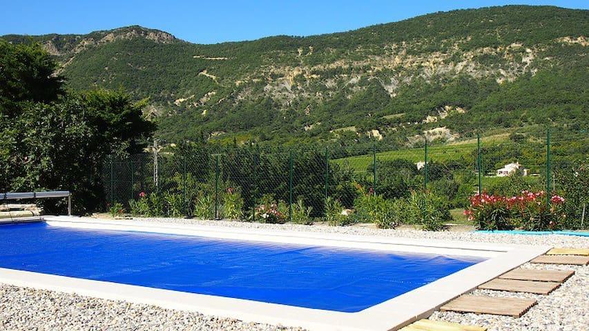 La bergerie des Aures :  vue et piscine chauffée - Roche-Saint-Secret-Béconne - Villa