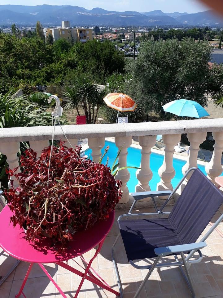 Appartement vue sur l'Ardèche + piscine et clim