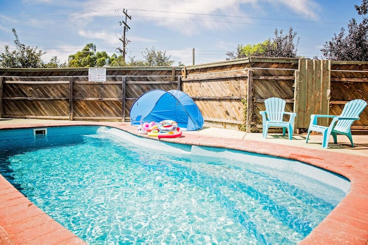 Pool, FREE breakfast, location, 12pm checkout,BBQ.