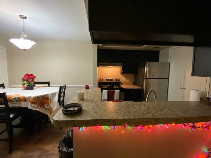 Cozy, Convenient 2bed/2bth right off of the exit.