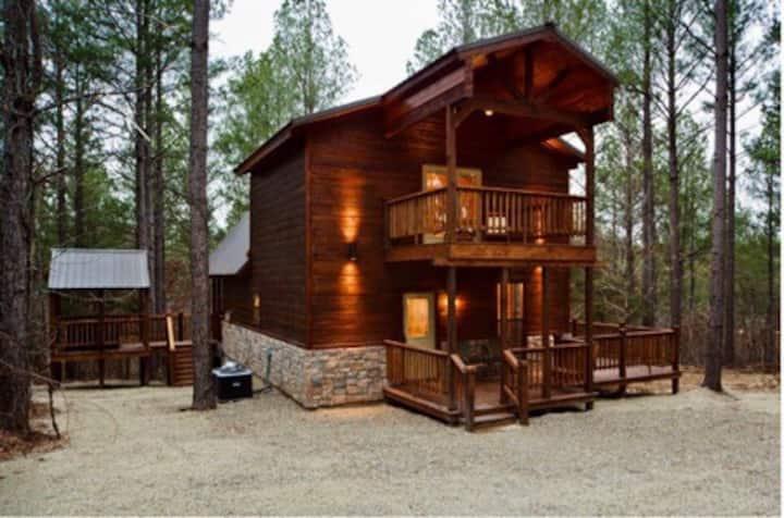 Freedom Hill Hideaway High Luxury Cabin