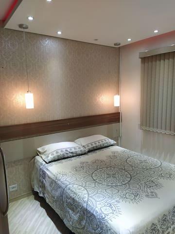 Alugo quarto em apartamento para casal ou mulher