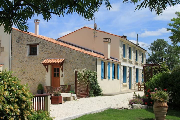 La Grange - C18th Farmhouse Cottage (Sleeps 6-8) - Moragne - Casa