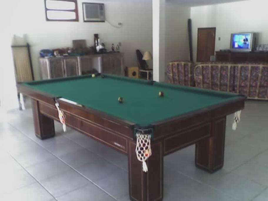 Mesa de snooker e sala inferior