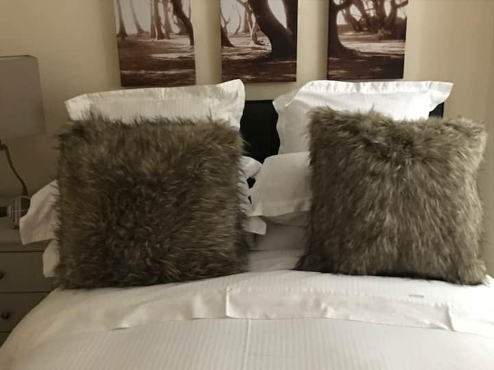 Bala Holiday Suites, The Woodland Suite,Bala