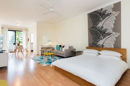 Ocean views - beach front Coogee - Coogee - Apartment