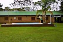 Frente de los 2 bungalows