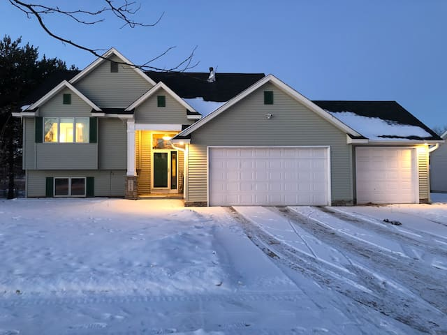 Private, spacious 4 Bd House great for groups!