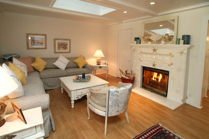Seashell Cottage - Charming Hideaway at the Beach