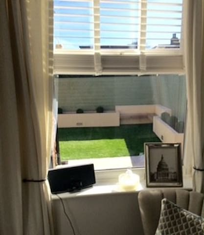 Cosy basement close to airport&city - Stockport - Huis