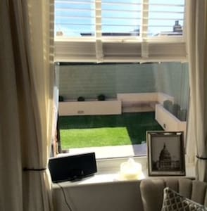 Cosy basement close to airport&city - Stockport - Rumah