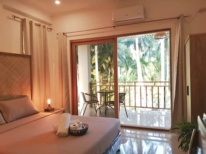 Modern bright studio, 🌴 close to beach - AC, WiFi