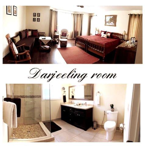 Darjeeling room with private and ensuite bathroom