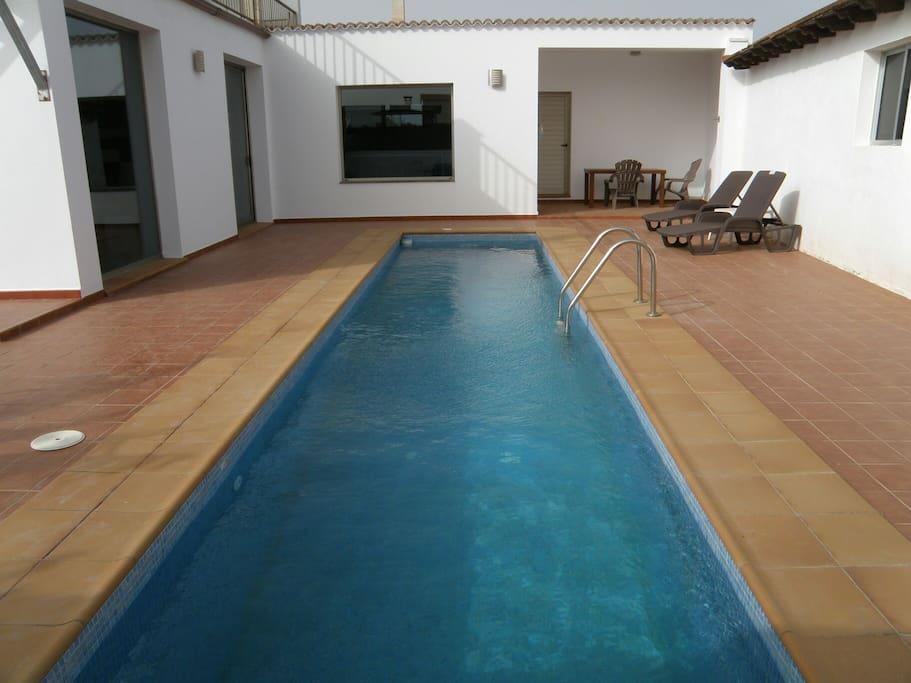 Casa norah moderna tranquila con piscina y wifi casas for Casa moderna espana