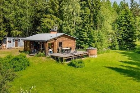 Perfect Getaway! Charming Cabin, Sauna and Hot Tub