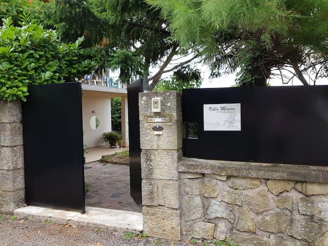 Villa Manon,  à  10minutes à  pied du château.