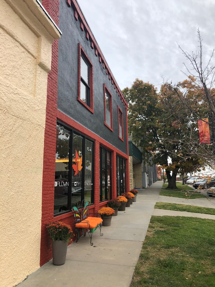 Small town charm minutes from KC & Lawrence.