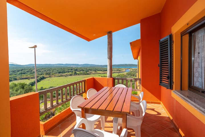 """Cozy Holiday Apartment """"Conchiglia Verde"""" with Balcony, Sea View & Wi-Fi; Parking Available"""