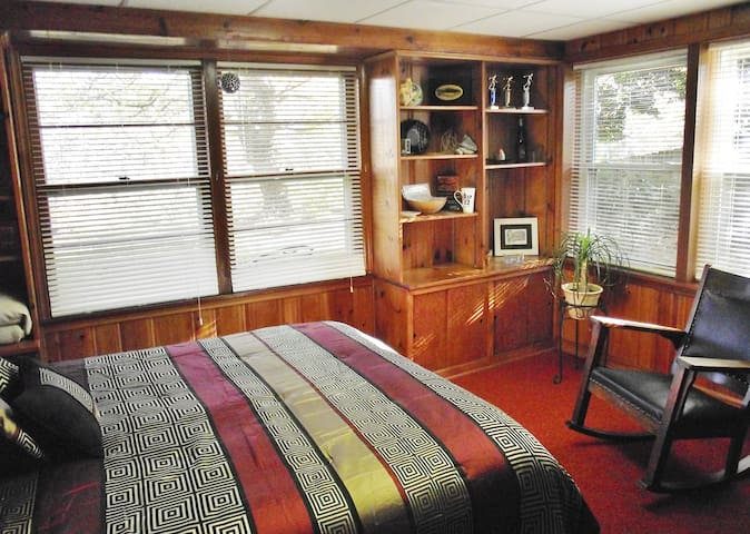 Tinker Creek 2-Room Artist Studio Guest Suite - Roanoke