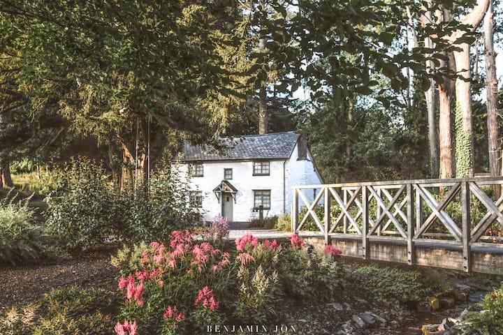 Yew Tree Cottage at Tyn Dwr Hall