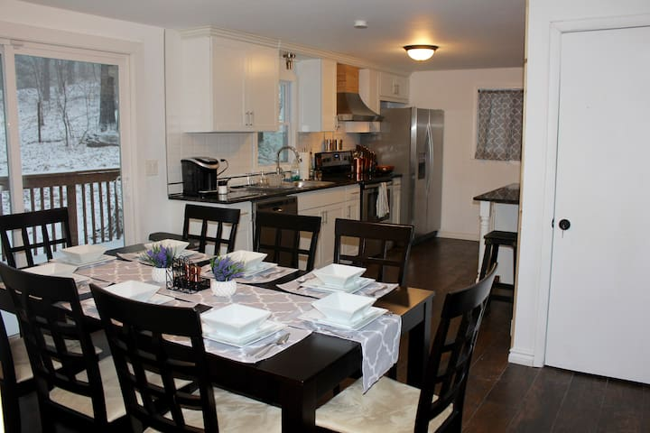 Everything you'll need for dining for 8! Fully equipped kitchen with Keurig and coffee pods.