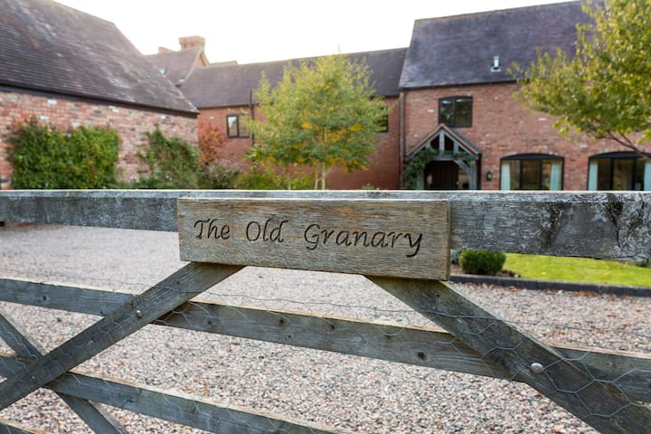 The Old Granary 2  Bed and Breakfast