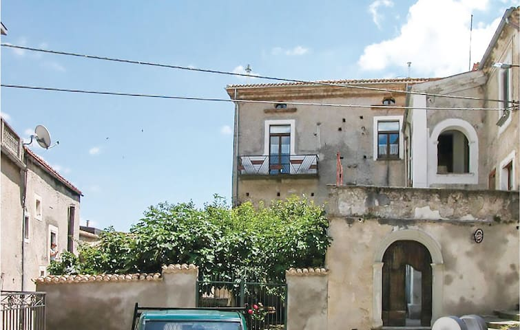 Holiday apartment with 4 bedrooms on 120m² in Morano Calabro CS