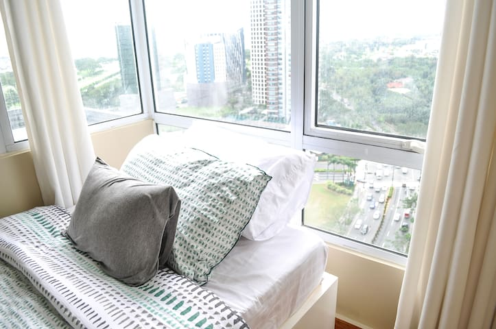 Best Location! Clean & Cozy 2BR/2BA-NETFLIX & WIFI - Taguig - Lägenhet