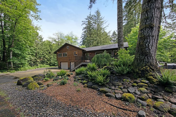 New listing! Gorgeous home in forest setting w/ spacious deck & pellet stove!