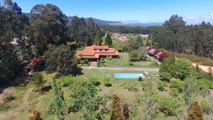 Gran casa de campo con piscina y Pitch and Putt.
