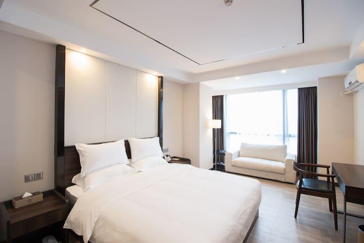 美思阁公寓天河客运站地铁上盖高层商务大床房